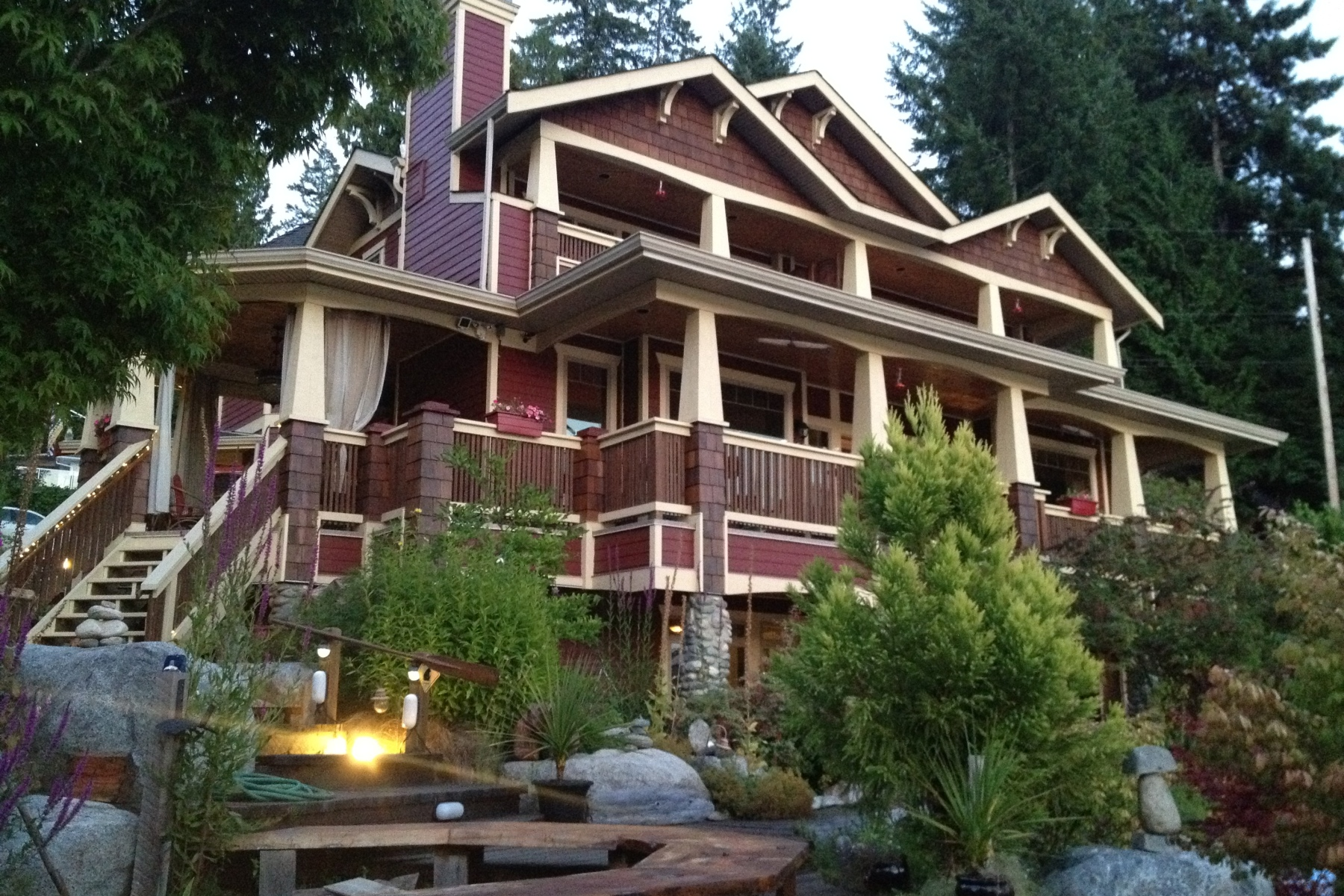 Exceptional ea visits the tuwanek hotel sechelt british for Exceptional hotels