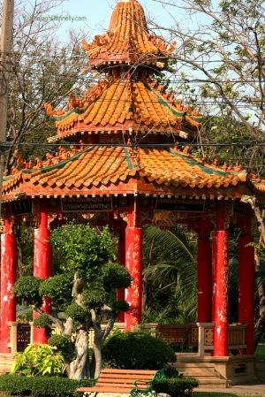 Lumpini Park Temple 8643-2016 Copyright Shelagh Donnelly